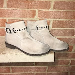 Lucky Brand Gray Distressed Size 9 ankle boots